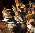 Νεαροί Σολίστ επί σκηνής στο Θέατρο Στροβόλου