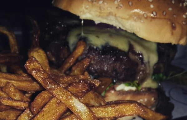 no milk. just burger #kathe #mera #edw \\n