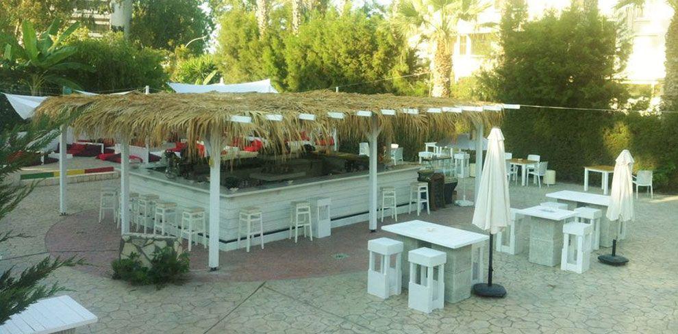Blanco Pool Bar