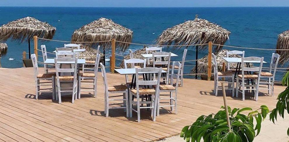 Akakia Beach Bar