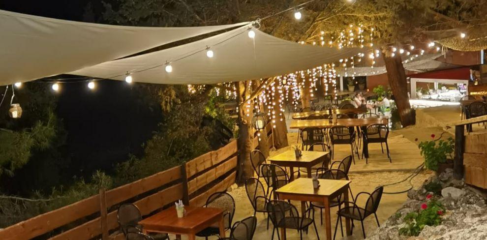 Sto Mouseio Beer Garden